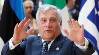 Antonio Tajani er medlem af den konservative EPP-gruppe, hvor de danske konservative også sidder.