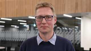 Michael Sørensen er for landvindmøller på Bornholm. Han mener, det er nødvendigt, at møllerne får en plads på øen til gavn for klimaet.