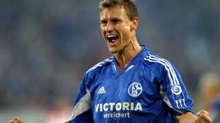Ebbe Sand fejrer sit hattrick mod Liepajas Metalurg i Uefa-cuppen i 2004.