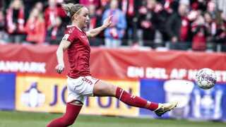 Sanne Troelsgaard her i VM-kvalifikationskampen mellem Danmark og Ukraine 9. april 2018 ærgrer sig over, at kvindelandsholdet ikke udnytter FIFA-dagene.