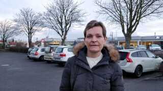 Birthe Holm har arbejdet på Danish Crown slagteriet i Rønne i snart fyrre år.