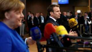 Den franske præsident, Emmanuel Macron, og den tyske kansler, Angela Merkel, var to af de tunge stemmer ved forhandlingsbordet.