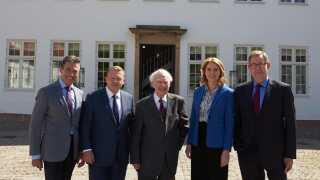 Danmark har de seneste 35 år kun haft fem statsministre. Men de har alle haft deres del af de mere ikoniske øjeblikke i dansk politik.