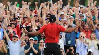 Tiger Woods jubler da sejren er hjemme.