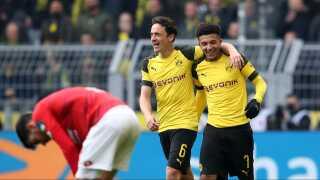 Thomas Delaney med armen omkring Dortmunds dobbelte målscorer, Jadon Sancho.