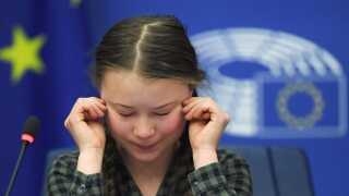 Greta Thunberg blev berørt under sin tale for Miljøudvalget.