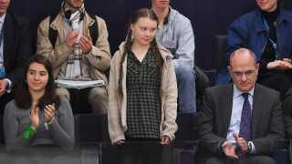 Greta Thunberg blev mødt med klapsalver, da hun overværede dagens afstemning i Europa-Parlamentet.