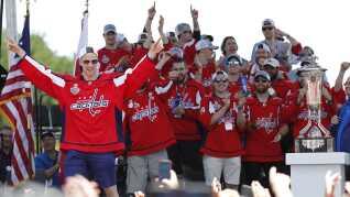 Sådan så det ud, da Lars Eller sammen med holdkammeraterne for knap et år siden fejrede Stanley Cup-titlen.