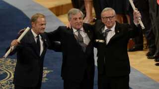 Her ses formanden for Det Europæiske Råd, Donald Tusk, formanden for Europa-Parlamentet, Antonio Tajani, og formanden for Europa-Kommissionen, Jean-Claude Juncker.