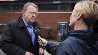 Lars Løkke Rasmussen (V) interviewes i forbindelse med et arrangement på Køge Torv i april.