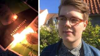 En af Fabian Davidsens venner modtog en besked på Snapchat, hvor en gerningsmand havde sat ild til flere af den unge folketingskandidats valgplakater.