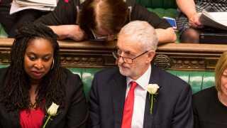 Labour-leder Jeremy Corbyn såede i går tvivl om, hvorvidt premierministeren er i stand til at indgå et tilfredsstillende kompromis.