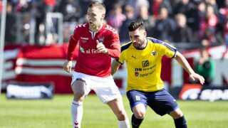 Vejle og Hobro mødes søndag i en direkte dyst om at undgå nedrykning fra Superligaen. Vejle vandt første opgør 1-0.