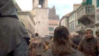 Sådan så scenen ud af seneste episode af 'Game of Thrones', hvor Bjarke Ingels havde fået en hue på og var med som statist.