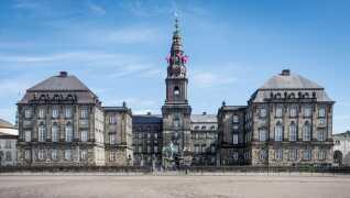 D. 21. november er der valg til landets kommunalbestyrelser og regionsråd. Og valget bliver fulgt nøje - også her fra Christiansborg.