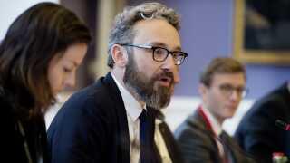 Transport-, bygnings- og boligminister Ole Birk Olesen (LA) har genoplivet idéen om en bro over Kattegat. Støttepartiet Dansk Folkeparti bakker op.