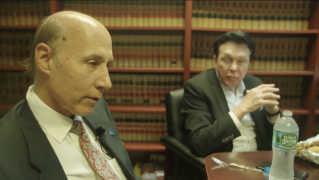 De to advokater Matthew Wolfe (tv) og Michael Cibic (th) er aktive i det republikanske parti, og skal løbende forklare deres præsidents optræden.