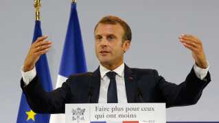 Frankrigs præsident Emmanuel Macron præsenterede sin fattigdomsplan i Paris i går.