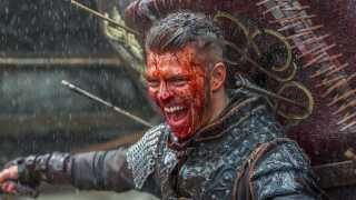 Vikinger. Vold. Store, stærke mænd og underdanige kvinder. Der kan være mange grunde til ikke at orke HBO-braget 'Vikings'. Kasper Lundberg har kastet sig over den nye sæson og vurderer, om der er hold i hans fordomme.