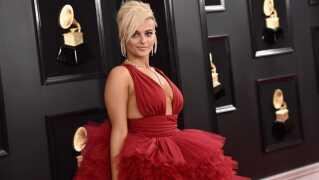 Bebe Rexha i sin Grammy-kjole. Sangerinden var nomineret til 'Bedste nye artist', men måtte se sig slået af Dua Lipa.