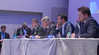 """DF's Anders Vistisen (t.h.) var med til at lancere den nye gruppe på konferencen """"Fornuftens Europa"""" i dag."""