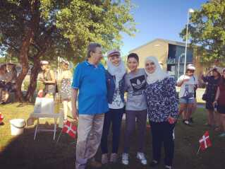 Fra venstre: Sedras far Mohamed Zuher, Sedra, Sedras lillebror Adel og Sedras mor Mona til Sedras dimission på STUK i Toftlund.