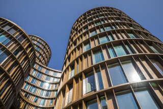 Gennem de seneste år er fem sammenhængende tårne skudt i vejret på Axeltorv 2 i København. Tirsdag den 20. juni klokken 11.00 blev tårnene officielt indviet.
