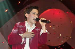Vinderen af det første Junior Eurovision, der blev afholdt i København i 2003, blev kroatiske Dino Jelusic.