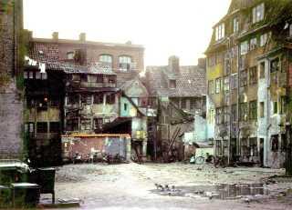 Sofiegården var stemplet som ubeboelig og rømmet af Københavns Kommune, da No Widding og de andre slumstormere flyttede ind i 1965.
