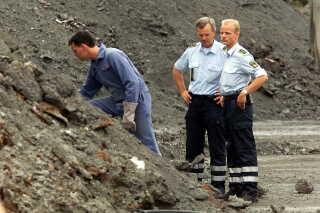 Politiet undersøgte store mængder slagger i år 2000 for at finde ligrester, i sagen hvor Peter Lundin blev dømt for tre drab.