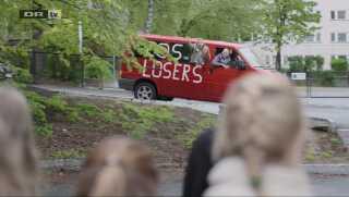 Scenen, hvor pigegruppen kommer kørende ind i skolegården og henter Sana i en taberbus, er et tegn på ultimativ tilgivelse, siger fan Inge Strøttrup, der måtte knibe en tåre, da hun så det.
