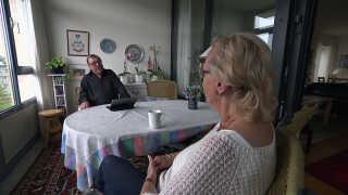 Svend Møller Jensen bor i Helsingør med sin kone. På grund af sine sygdomme kommer han sjældent ud, fortæller han.