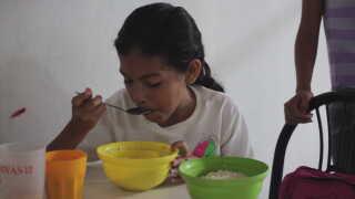 For mange af børnene der spiser i suppekøkkenet, er det dagens eneste måltid.