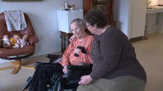I dag bor Susannes 91-årige mor på plejehjem, men Susanne er stadig en stor del af hendes liv.
