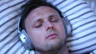Meditation og afslappende musik giver hjernen et tiltrængt frikvarter.