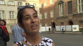 Amina Sardar på Christiansborg Slotsplads.