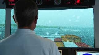 Anløb af den virtuelle version af den kommende Hanstholm Havn i snevejr - i skibssimulatoren på Force Technology i Lyngby.