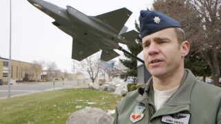F35-motoren er større end F16, og derfor larmer flyet mere, siger næstkommanderende Christopher Ebert fra 388. Fighter Wing Operations Group.