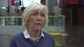 """Formand for Psykiatrifonden Anne Lindhardt opfordrer, folk der venter på hjælp til at benytte sig af telefonisk rådgivning, indtil de får en tid hos en psykolog. Hun kalder ventetiden på 11,5 uger for """"en kedelig udvikling""""."""