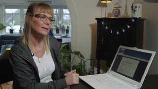 Sammenlagt mistede Mette Nøddegaard Sørensen ved en fejl sygedagpenge i over 20 måneder, vurderer Ankestyrelsen. Hun var bekymret for at gå fallit og solgte sit hus. I Østre Landsret fik sosu-assistenten rettens ord, at der var sket en ulovlig afgørelse.
