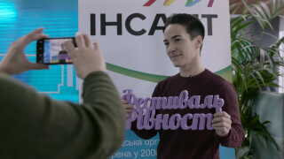 Olena Sjevtjenko i fuld gang med forberedelserne til den forestående lighedsfestival.