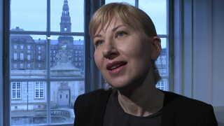 Professor Karin Margarita Frei fra Nationalmuseet står ved sin egen forsknings konklusioner.