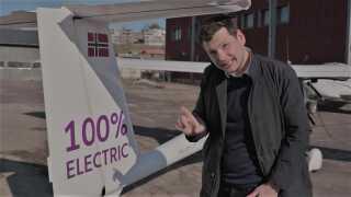 Det fly, som de har i Norge, flyver stort set udelukkende på vandenergi, fortæller Avinor.
