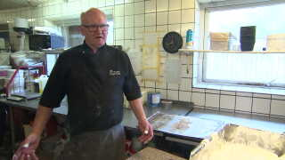 Bagermester Lars Trier Nielsen har fire udenlandske medarbejdere i sin virksomhed.