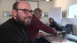 Ambrosie Serban taler endnu ikke dansk, men han håber, at undervisningen kan ændre på det.