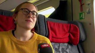 Karoline Tolstrup tager toget flere gange om året i stedet for at flyve. Hun gør det på grund af klimaet.