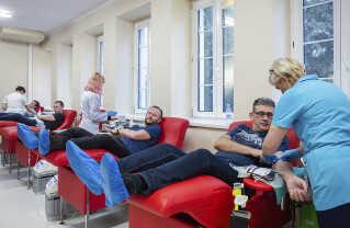 Borgere i Gdansk stod tidligere i dag i kø for at give blod til den sårede borgmester.