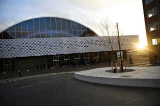 K.B. Hallen brændte ned i september 2011, da noget pap kom for tæt på en halogenlampe i forbindelse med en sexmesse.