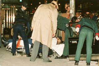Gambinobossen Paul Castellano blev dræbt i 1985. Mordet blev orkestreret af John Gotti, som også tilhørte Gambinoklanen, men ville have Castellanos plads som leder. Den fik han efter mordet.