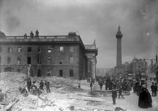 Oprørernes hovedkvarter efter briternes bombardement.
